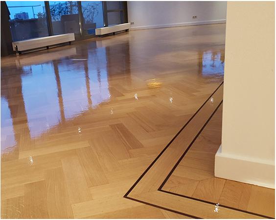 Visgraat vloer schuren en lakken parket renovatie specialist